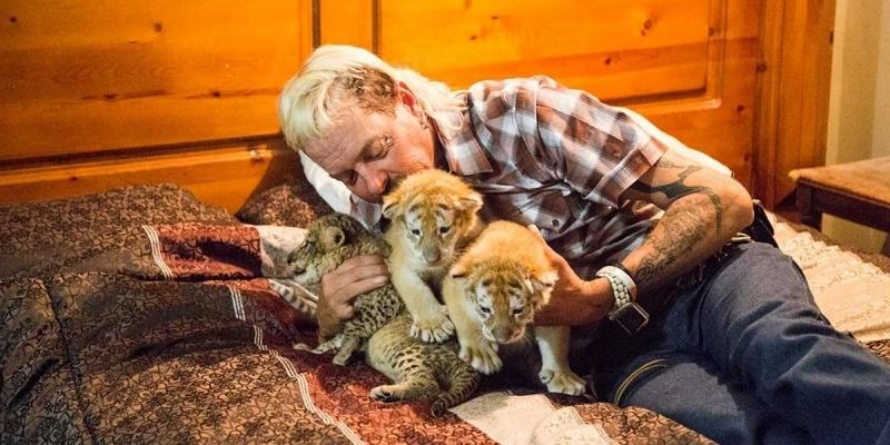 Tiger King, riapertura dello zoo e serie con Nicolas Cage